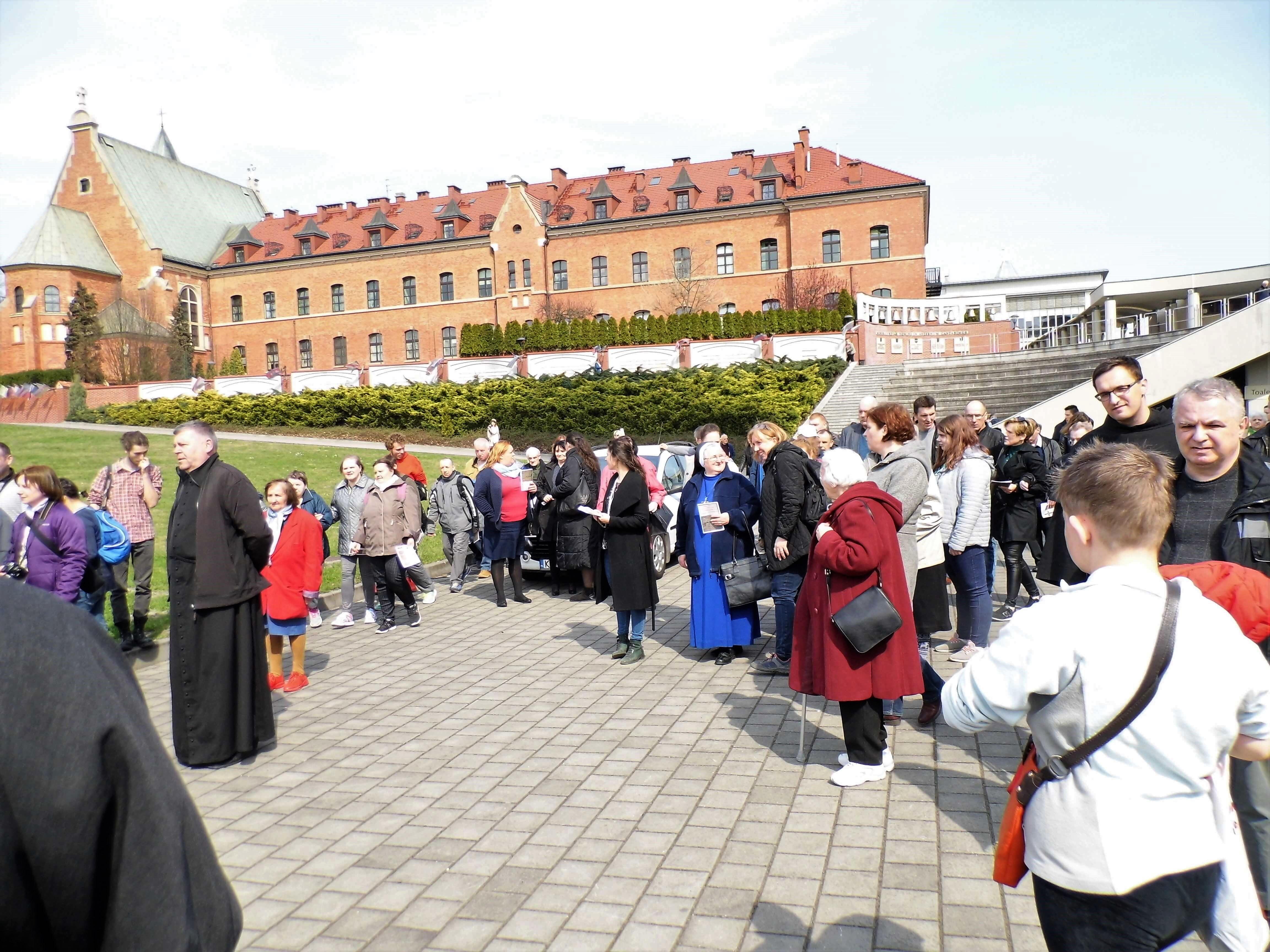 Droga Krzyżowa- Sanktuarium Bożego Miłosierdzia w Krakowie Łagiewnikach